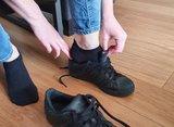 Skafit casual zwarte footies aantrekken